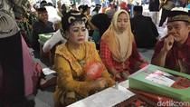 Peserta Nikah Massal DKI Berbusana Jawa, Betawi, hingga Minang