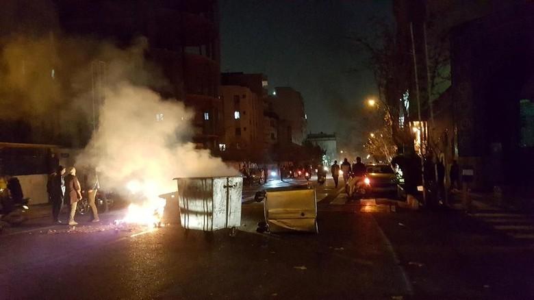 Korban Tewas Demo Besar di Iran Jadi 21 Orang, 450 Lainnya Ditangkap