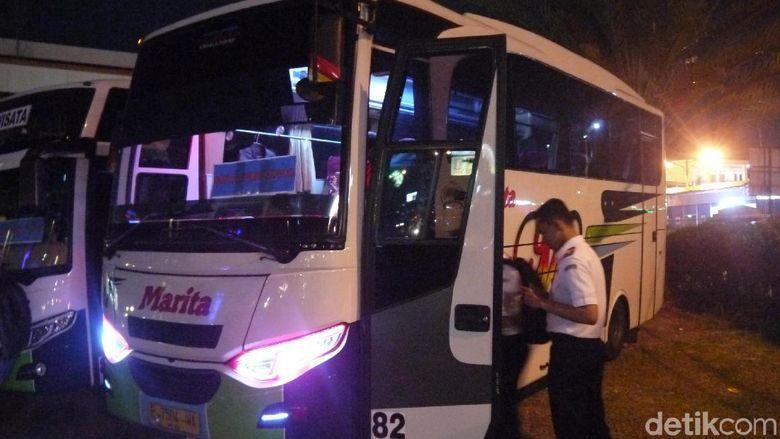 Kecewa Bus Gratis Tak Kunjung Berangkat, Warga Naik Ojek ke Puncak