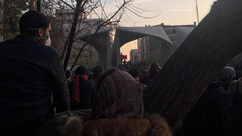 Demo di Iran Memanas, KBRI Tehran Imbau WNI Waspada