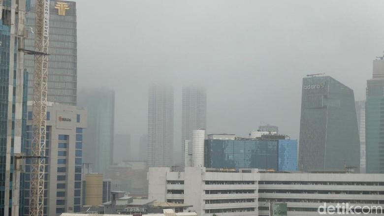Hujan Deras Disertai Petir Bersahutan di Jakarta, Ini yang Terjadi