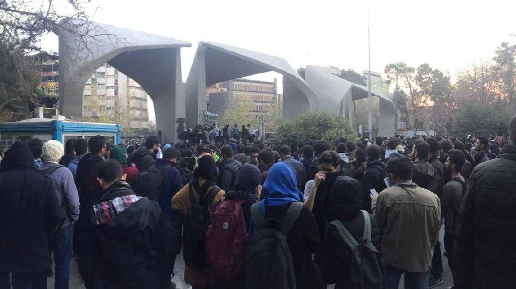 Pemerintah Iran Blokir Akes Internet dan Medsos