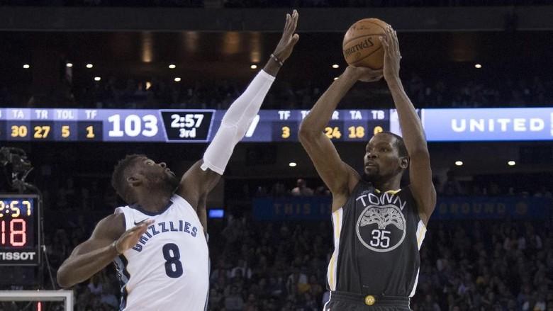 Warriors Tutup Tahun 2017 dengan Kemenangan atas Grizzlies