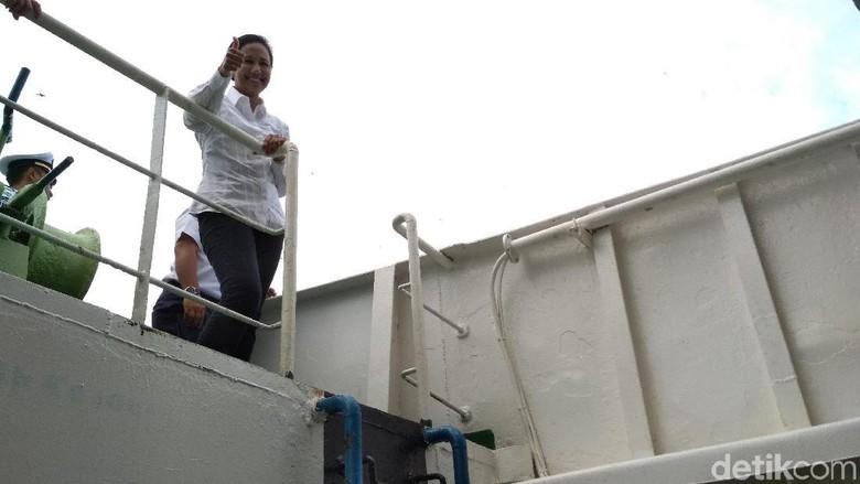 Gaya Rini Saat Pantau Kapal Angkut Milik ASDP di Lombok