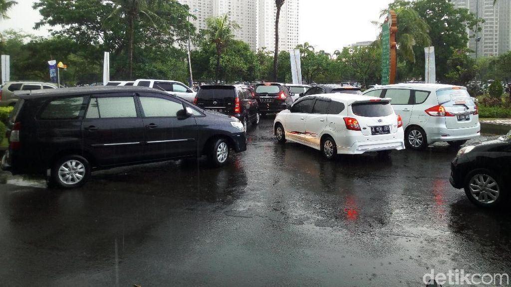 Hujan Deras, Arus Lalin di Ancol Macet Jelang Perayaan Tahun Baru