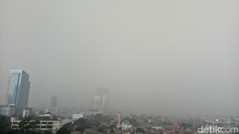 Hujan Deras Disertai Petir Guyur Jaksel