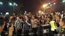Jokowi Tiba-tiba Keluar dari Gedung Agung ke Titik 0 Km Yogya