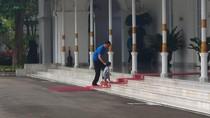 Pagi Pertama di 2018, Jokowi Ajari Cucu Menapaki Karpet Merah