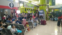 Puncak Arus Balik, Begini Suasana di Stasiun Senen dan Gambir