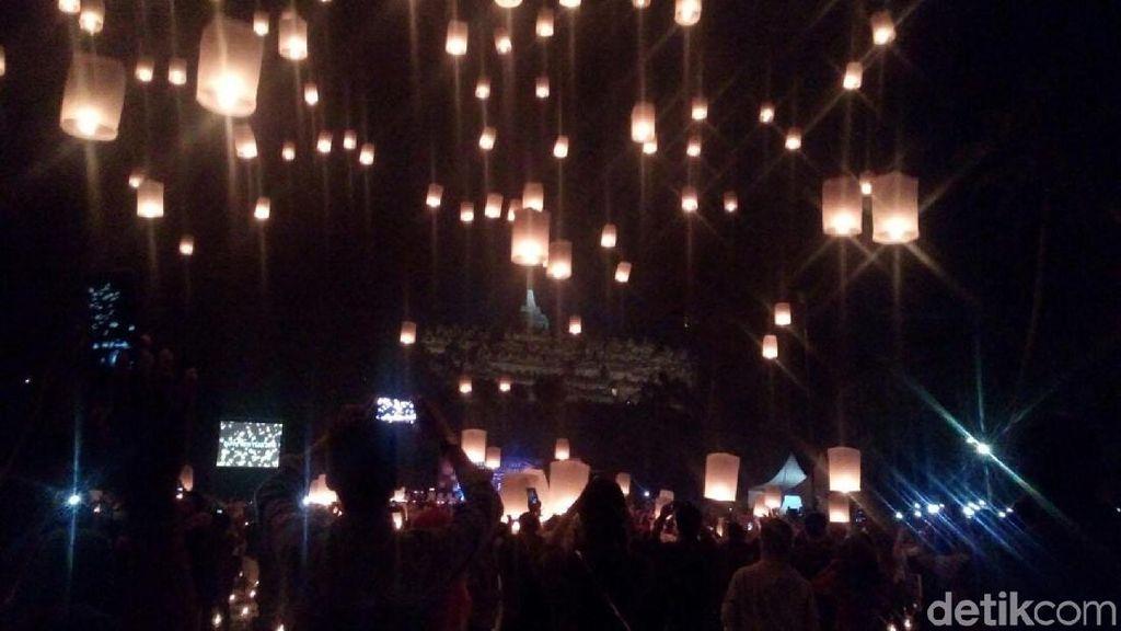 Bawa Pesan Damai, Ribuan Lampion Diterbangkan di Candi Borobudur