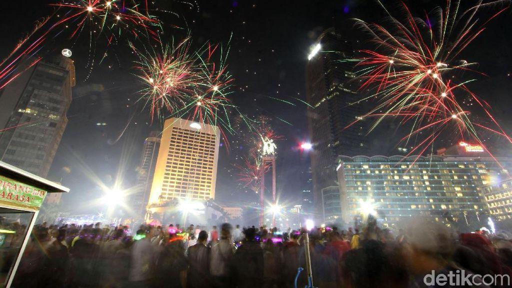 Foto: Pesta Kembang Api di Bundaran HI
