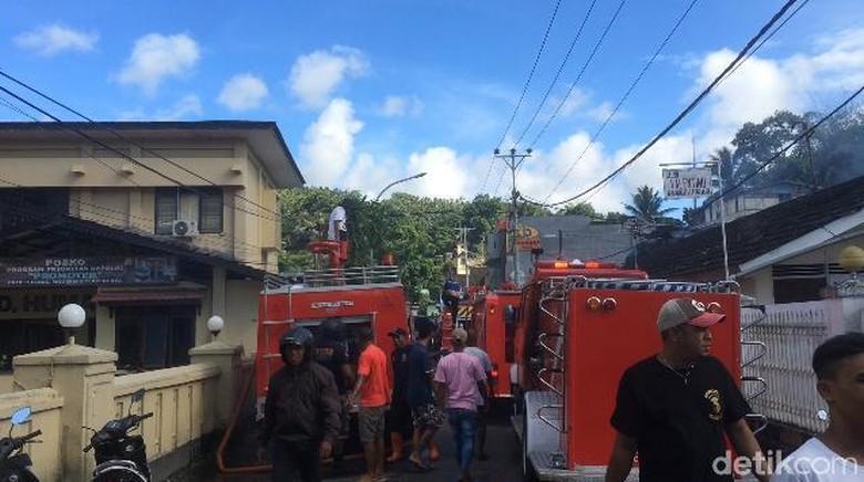 Toko Sembako Dekat Polda Maluku Terbakar