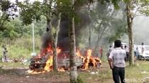 Penampakan Mobil yang Mendadak Terbakar di Parkiran Merapi Park