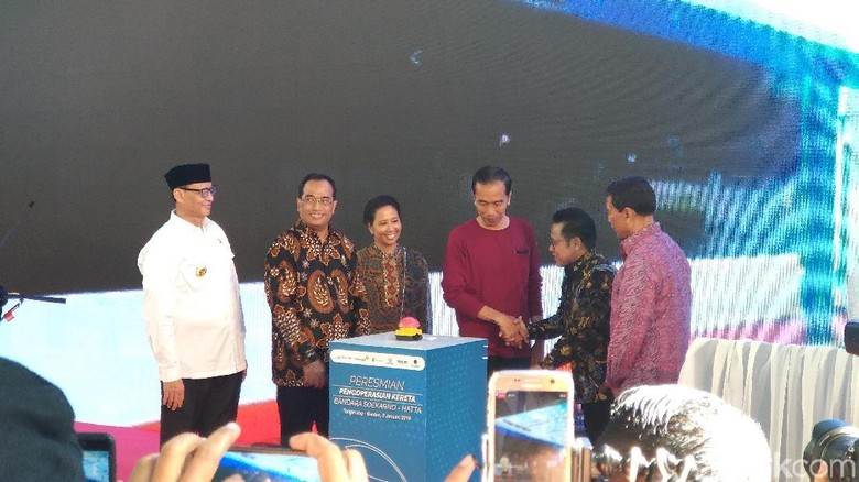 Jokowi: Tiga Tahun Kerja Keras, Akhirnya Kereta Bandara Kita Resmikan