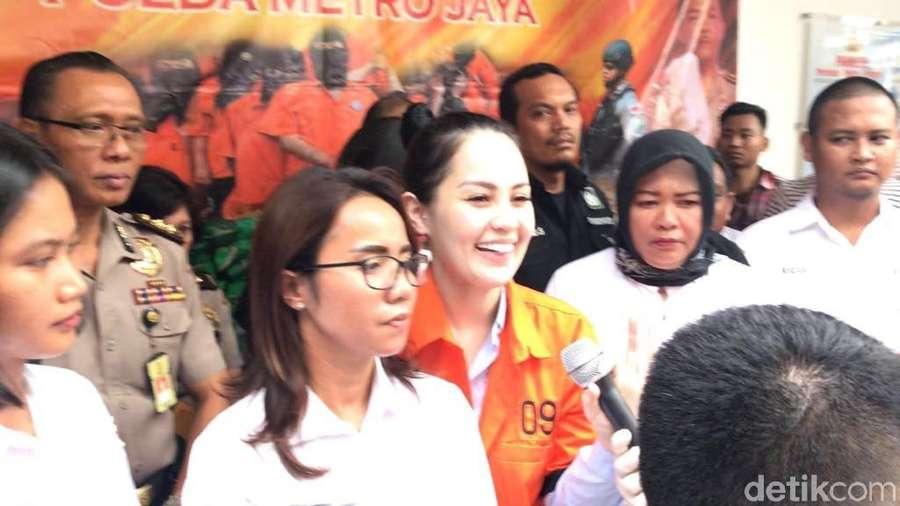 Tawa Jennifer Dunn di Polda Metro Jaya, Chelsea Islan Liburan Bareng Pacar