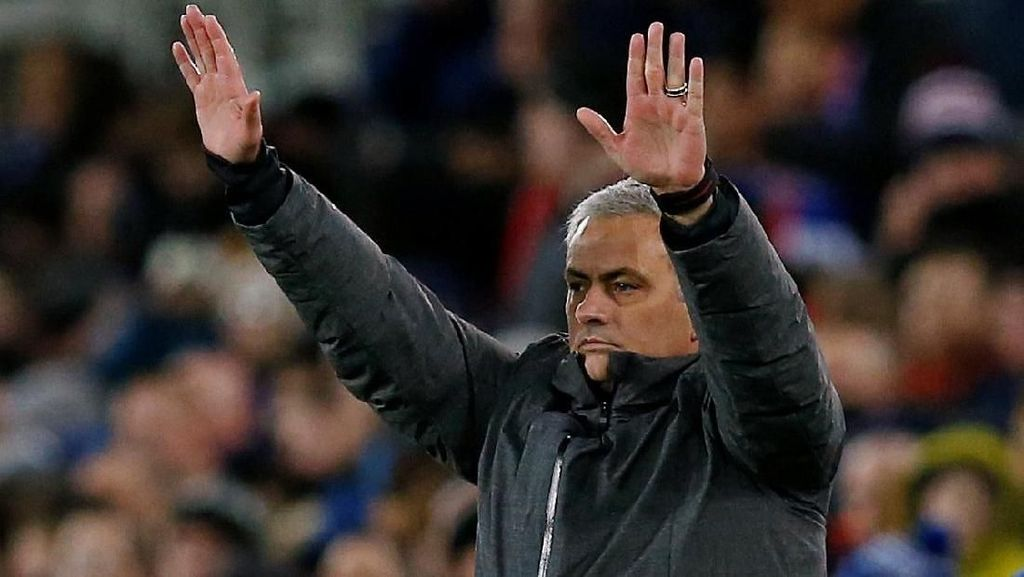 Kata Mourinho tentang Badut-badut di Tepi Lapangan