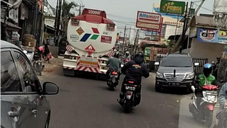 Pemotor Ini Rela Kawal Ambulans Agar Jalanan Lancar