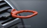 Dengan Alat Ini, Nyocol Saus Dalam Mobil Tak Repot Lagi