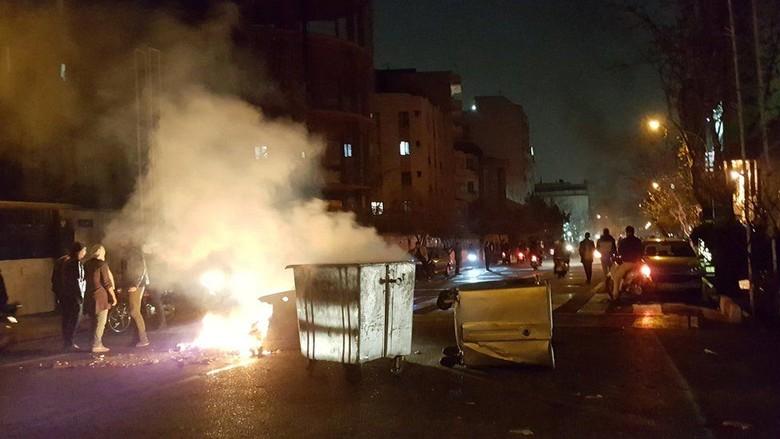 Demo Antipemerintah di Iran Tewaskan 14 orang, Termasuk Satu Polisi