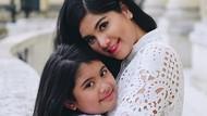 Bagai Pinang Dibelah 2! Miripnya Annisa Yudhoyono dan Aira