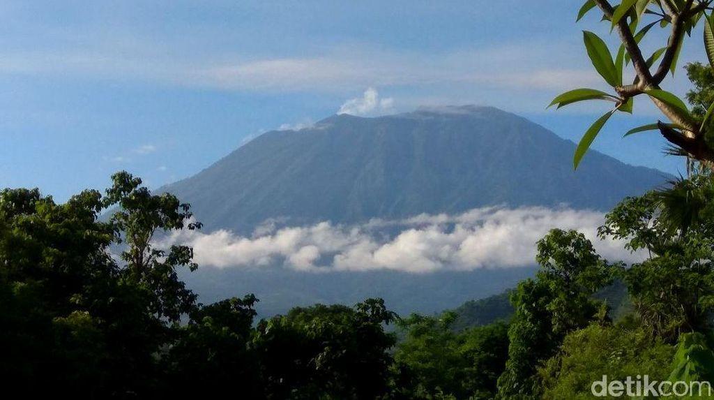 Jarak Aman Gunung Agung Turun Menjadi 6 Km