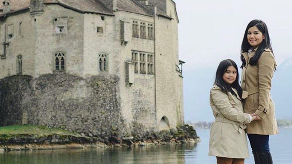 Serunya Gaya Nongkrong Ariel Noah dan Elegannya Gaya Makan Annisa Yudhoyono