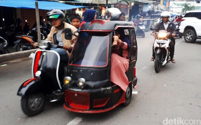 Naik Becak Vespa Jadul di Padang Sidempuan