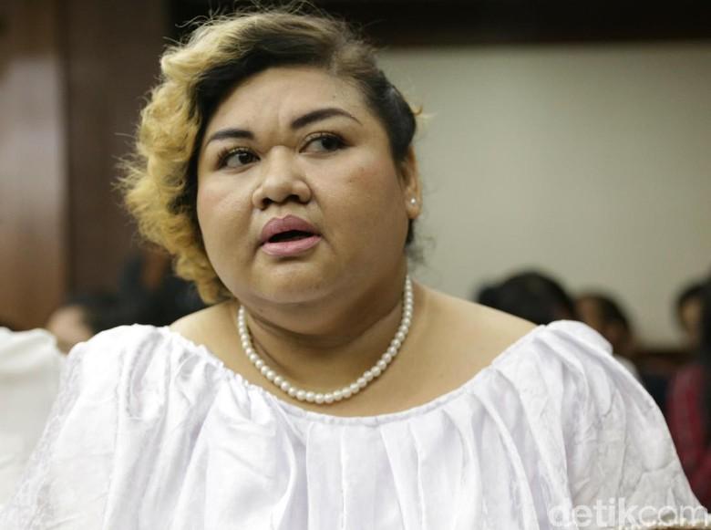 Ucapkan Selamat Tahun Baru ke Hakim, Pretty Asmara Bikin Gelak Tawa di Sidang
