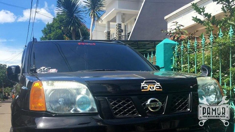 Black on Black X-Trail T30 si Simply Touring