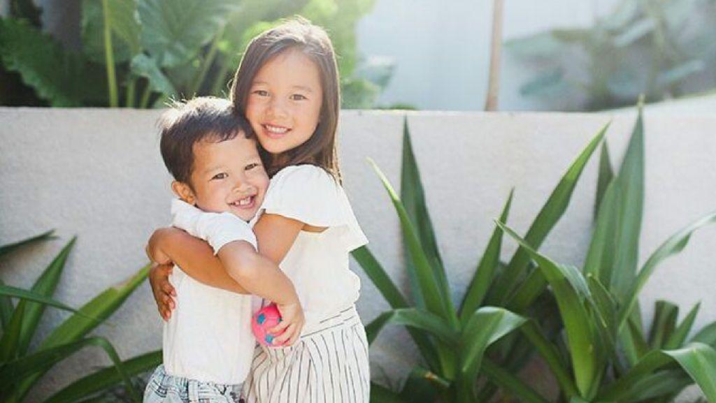 Aksi Menggemaskan Kiyomi dan Kenji, Buah Hati Jennifer dan Irfan Bachdim