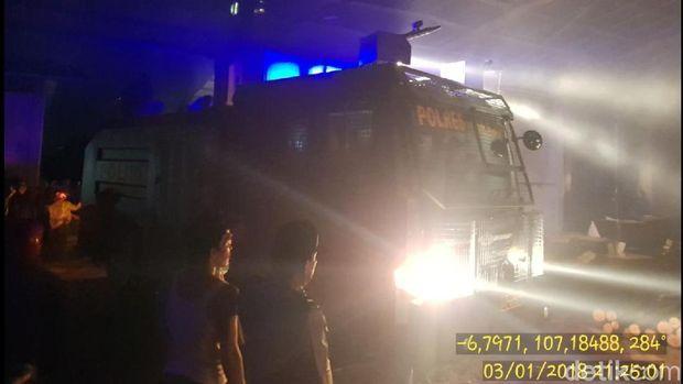 Gudang Kayu di Cianjur Terbakar Hebat, Water Cannon Diterjunkan