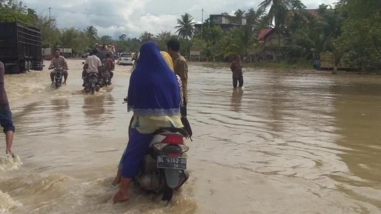 Dikepung Banjir, Warga di 4 Kecamatan Aceh Utara Mulai Mengungsi