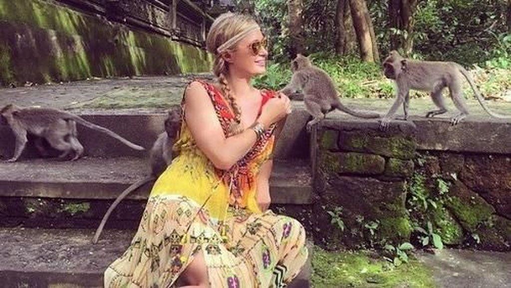 Foto: Gaya Liburan Paris Hilton Sebelum Dilamar Kekasih