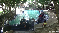 Kolam Air Panas yang Konon Berkhasiat Sembuhkan Penyakit