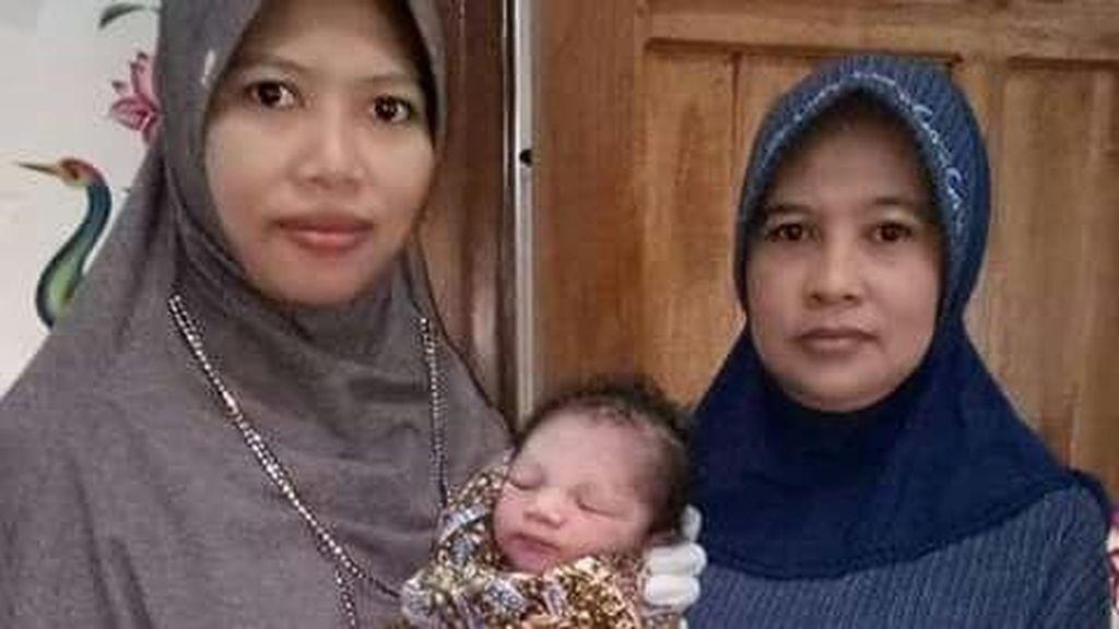 Bayi Ditemukan di Teras Rumah Warga Lamongan, Kondisi Masih Hidup