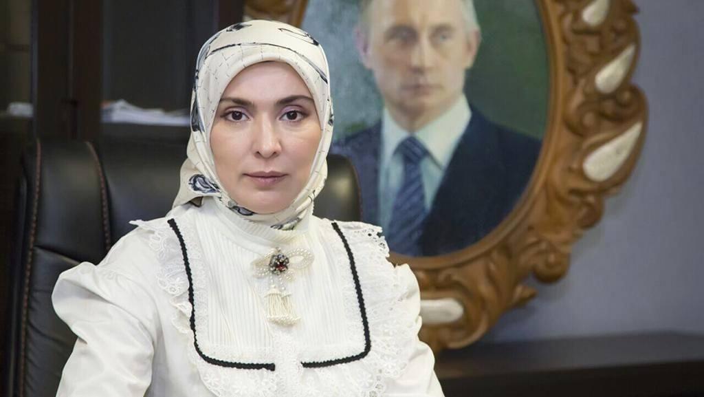 Foto: Gaya Hijab Aina Gamzatova, Rival Putin di Pemilu Rusia 2018