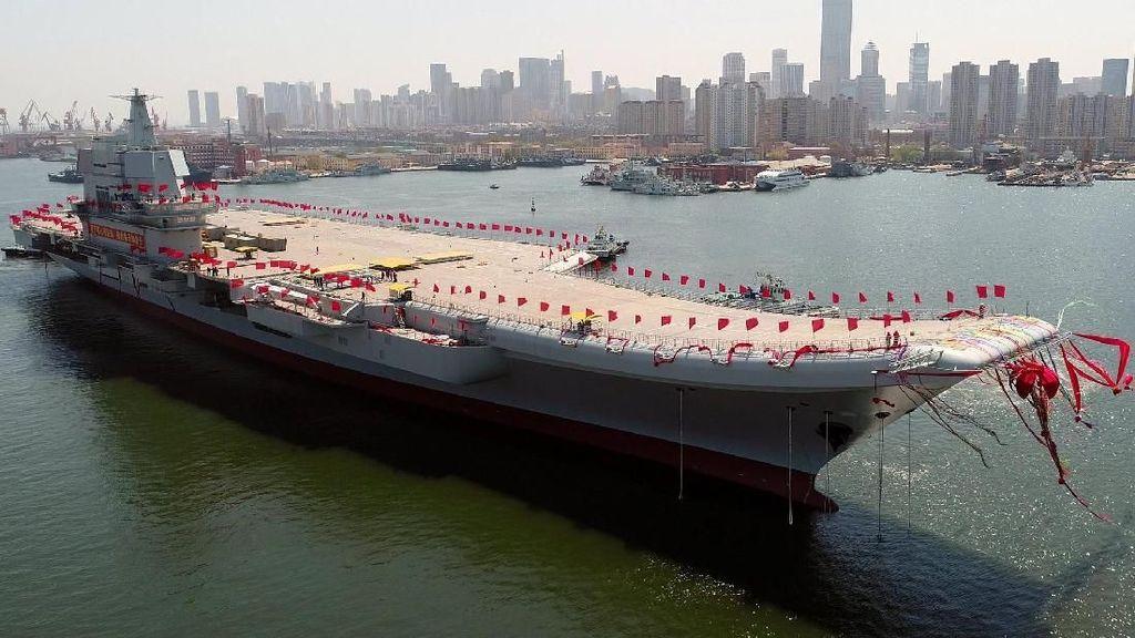 China Pamer Kapal Induk dan Pesawat Canggih
