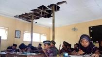 Miris! 2 Tahun Pelajar MI Bahrul Ulum Belajar di Ruang Kelas Kritis