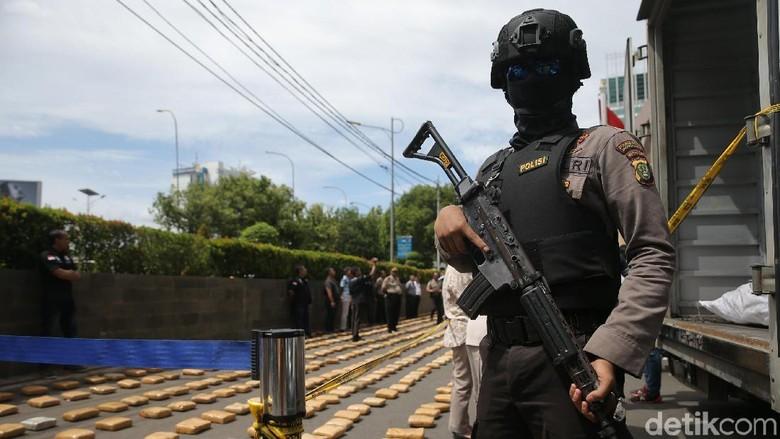 Buru Patrik Pengendali Ganja 1,3 Ton, Polisi Geledah Rumah di Depok