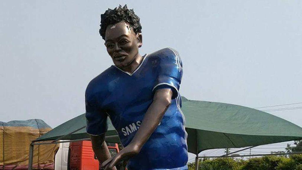 Essien Senasib Ronaldo dan Maradona... Terkait Patung