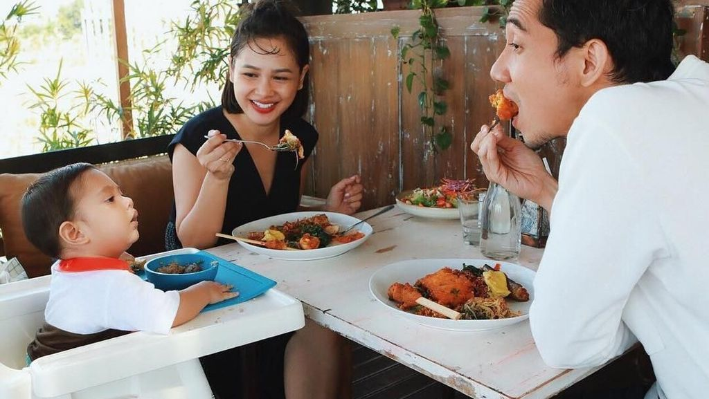 Makanan Sehat Andien dan Atiqah yang Siapkan MPASI untuk Salma
