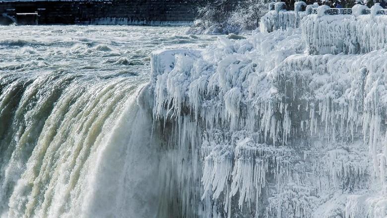 Cantiknya! Air Terjun Niagara Membeku, Ini Penampakannya