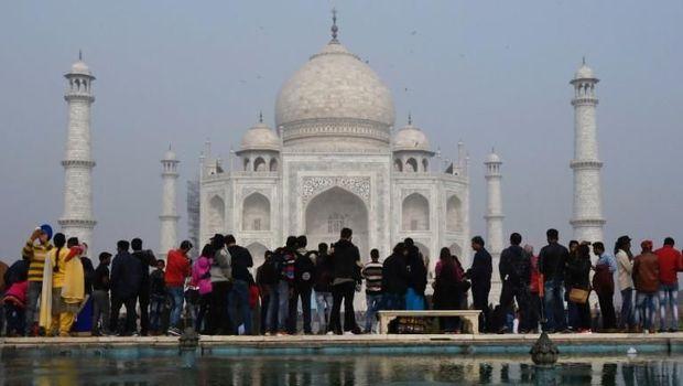 Taj Mahal merupakan monumen cinta