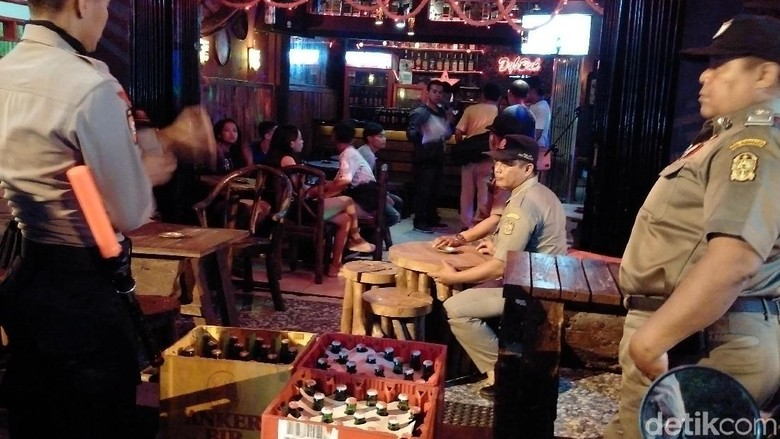 Razia Kafe di Prawirotaman Yogya, Petugas Sita Ribuan Botol Miras