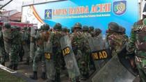 Foto: LP Aceh Mencekam! TNI-Polri Diterjunkan Redam Kerusuhan Napi