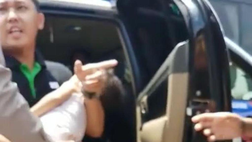 Cerita Polisi Selamatkan Bayi yang Kejang-kejang di Tol Karawang