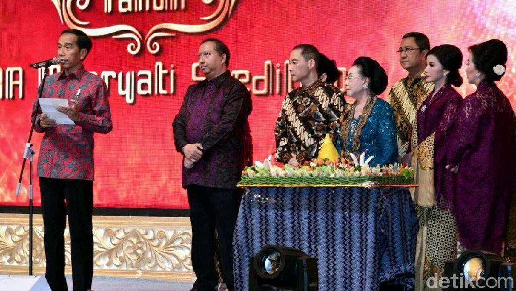 Jokowi Bacakan Puisi Perempuan-Perempuan Perkasa