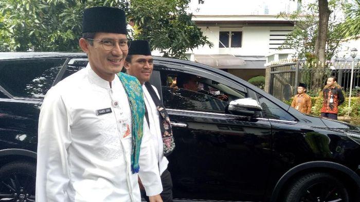 Foto: Sandiaga sambangi Khofifah. (M Fida/detikcom).