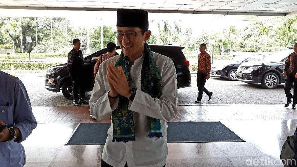 Hadiri Maulid Nabi di Rumah Ustaz Solmed, Sandiaga Lantunkan Pantun