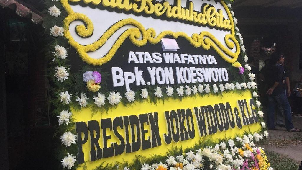 Karangan Bunga dari Jokowi untuk Yon Koeswoyo